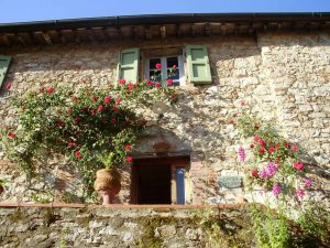 Tuscan Country House with Atelier of a Painter situated in little medieval village